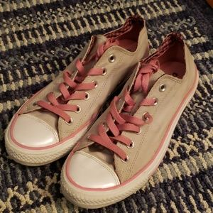 ♥️ Gently used Women's Converse low-tops size 10